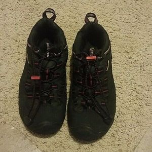 keen sandals black & red size 5